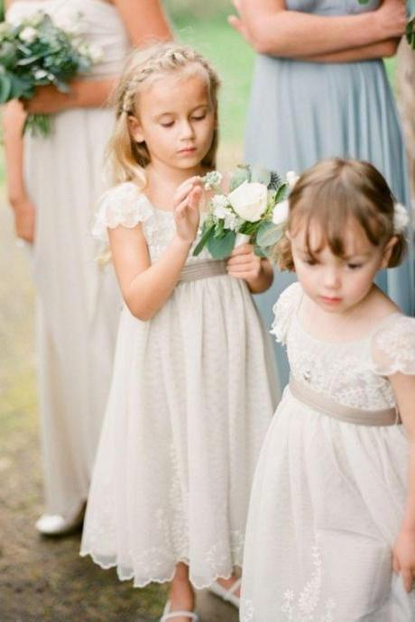 Vintage Flower Girl Dresses Wedding Gowns for Kids Cap sleeve Laced Flowergirl dresses for Wedding wholesale new design fashion style